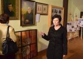 1_Zwiedzanie_Muzeum._Zbiory_prezentuje_dr_Małgorzata_Kutrzeba.jpg